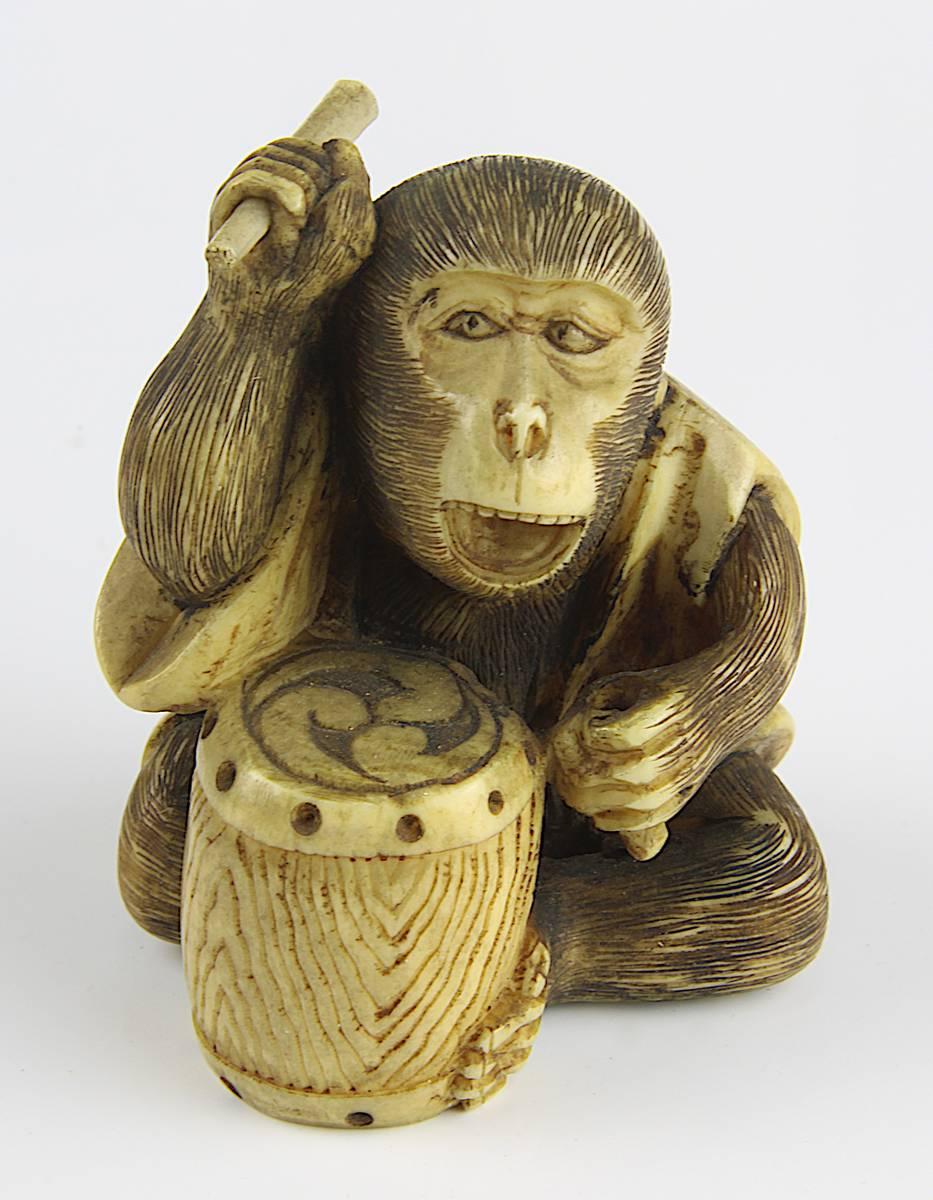 1-0004 - Japanischer Miniatur-Okimono, trommelnder Affe Image