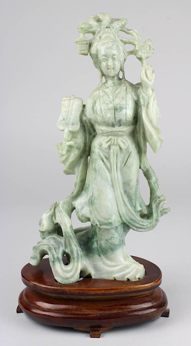 1-0015 - Chinesische Figur einer Dame mit Fächer, Speckstein Image