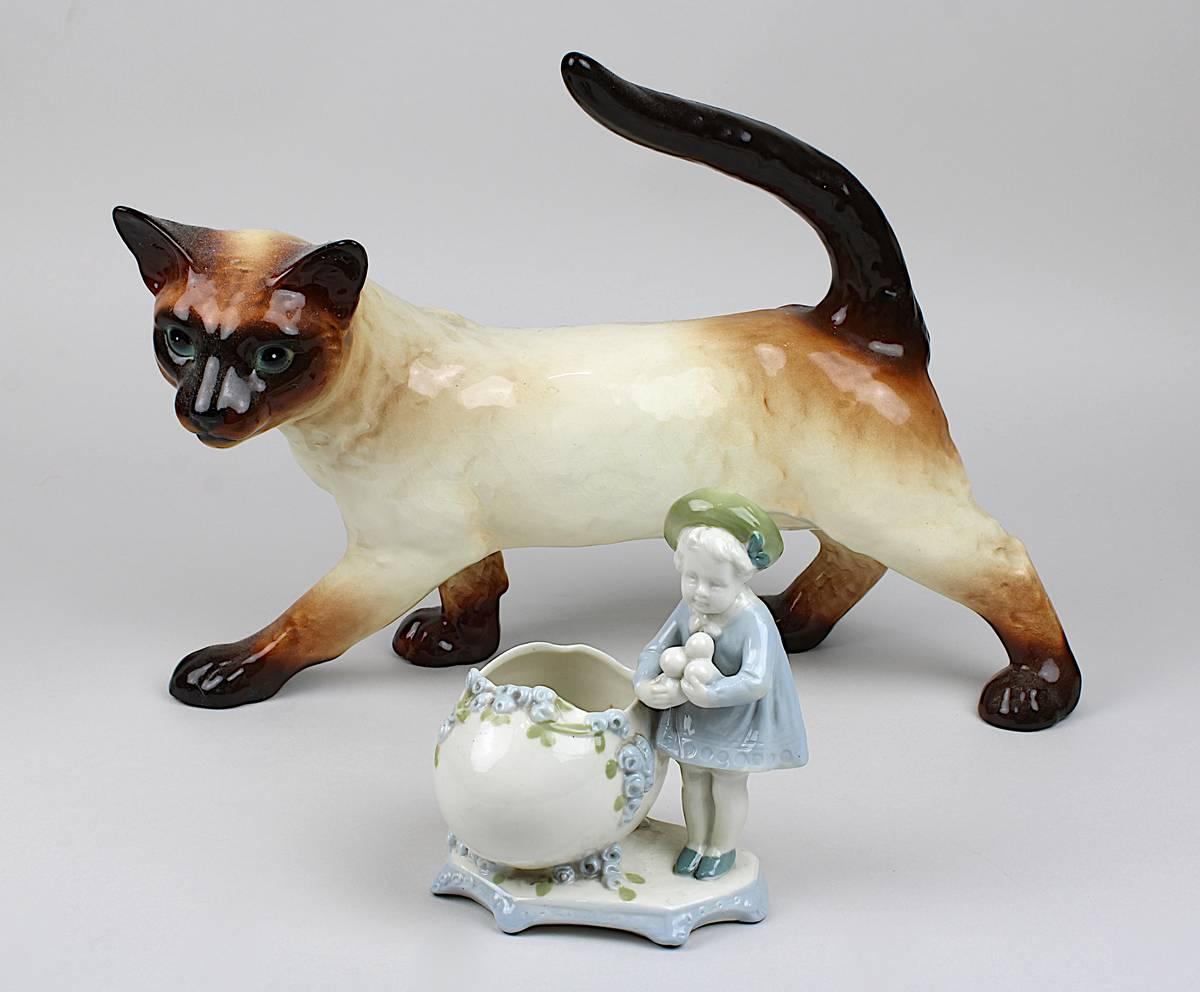 11-0021 - Eine Cortendorf Keramikkatze und eine Porzellanfigur Image