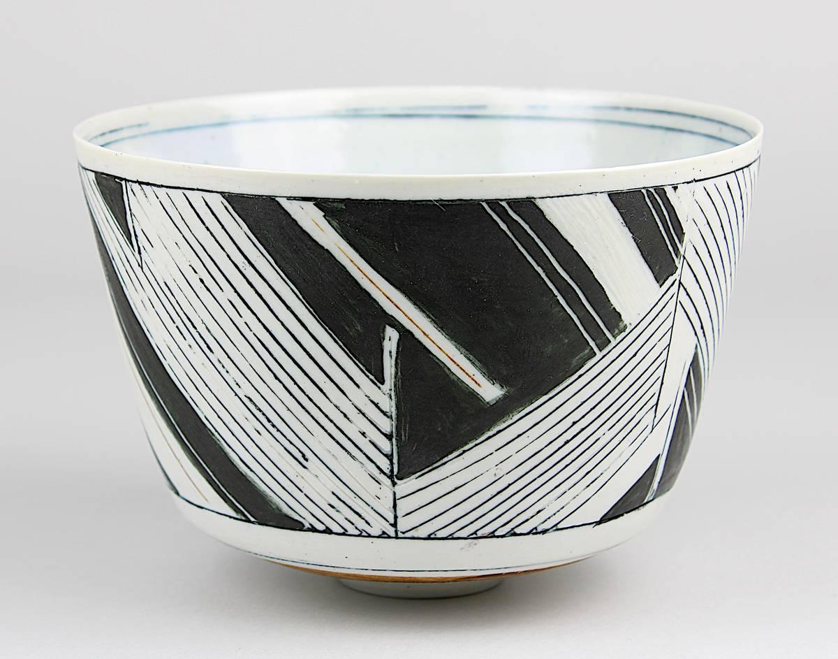 11-0038 - Petersen, Gerd Hiort (geb. Nexo 1937), kummenförmige Künstler- Porzellanschale Image