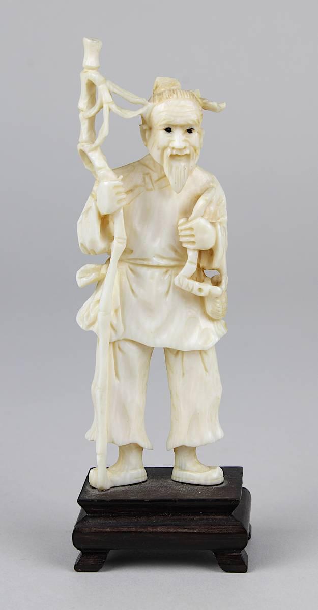 2-0032 - Elfenbein-Figur eines bärtigen Wanderers mit Stab Image